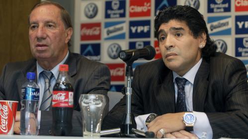 Argentine : comment les proches de Carlos Bilardo, l'ex-sélectionneur de Diego Maradona, lui cachent la mort du «fils qu'il n'a pas eu»