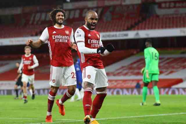 Arsenal se réveille face à Chelsea, Lacazette buteur