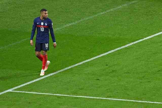 Deschamps sur Mbappé après le nul des Bleus face à l'Ukraine : « Il sait qu'il n'a pas fait un bon match »
