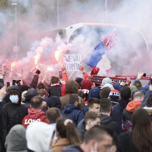 Porté par ses supporters, Lille essaye de mettre la pression de côté avant le dernier match pour le titre