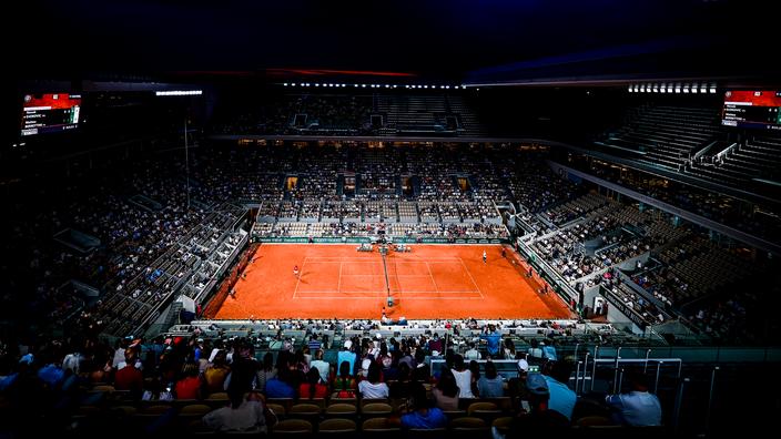 «Forget démission», «merci Amazon», «remboursez !» : le public de Roland-Garros en colère face au couvre-feu