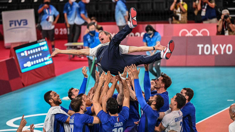 JO 2021 : l'équipe de France de volley, de parent pauvre des sports collectifs français à l'or olympique